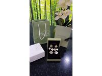Alhambra 4 Mofit Mother of pearl earrings