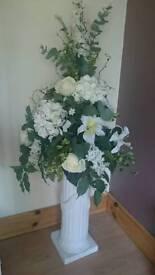 Flower arrangement and pillar stand