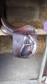Saddle for sale - brown leather Working Hunter 17""