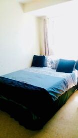 Fantastic Double-Twin Room In Nice House With Wifi, Near Shops and Station on Central Line.