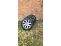 4 alloy wheels for Renault. All have good tyres.