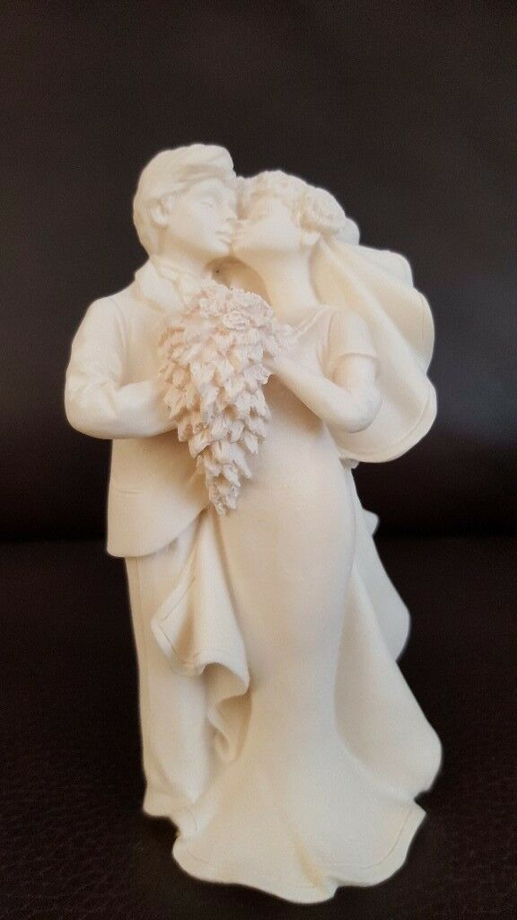 BRIDE AND GROOM WEDDING CAKE TOPPPER