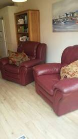 2 leather reclining armchairs