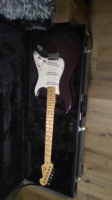 FENDER USA AMERICAN STANDARD STRATOCASTER 2011 RARE PLUM COLOR VERY GOOD COND.