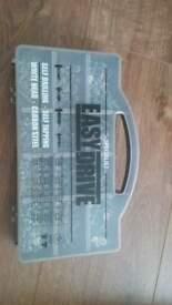 900 pcs white tip self drilling/tapper srews