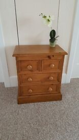 Solid pine LITTLE chest of 4 drawers in great condition