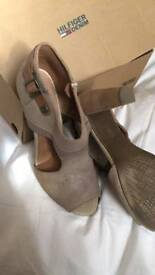 Tommy Hilfiger shoes size 7