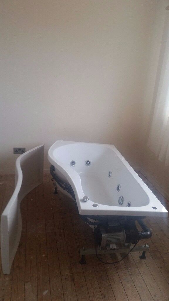 A jacuzzi bath with panel in good working order and clean condition