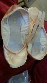 Satin sz5 ballet shoes