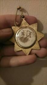3 Medal, 2 button,