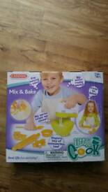 Casdon Real Working Mix and Bake Mixer & Accessories BNIB