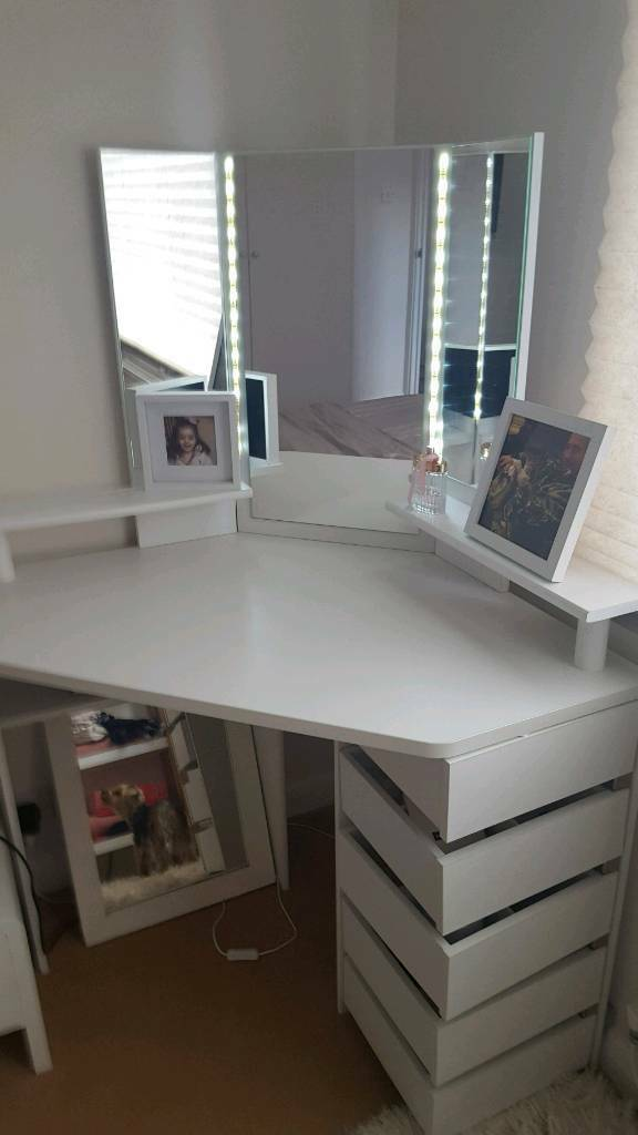 Next Corner Dressing Table With Lights In Middlesbrough