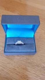 14ct white gold diamond ring with 1.25 in diamonds