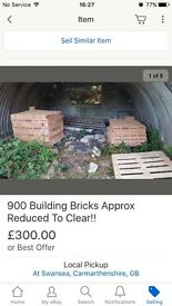 Approx 900 building bricks - will need to be loaded by hand - 900 bricks app