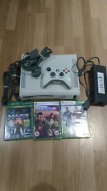 Xbox 360, 1 controller, 3 games. Faulty HDMI (works with component cables)