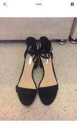 Black Dorothy Perkins Mid Heels. Size 7.