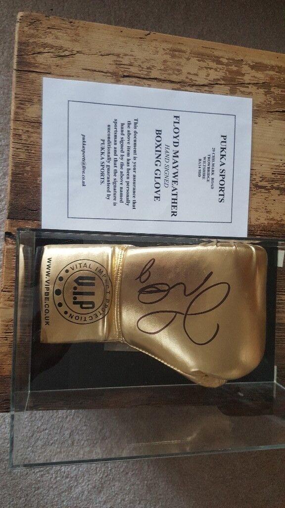 Signed Floyd Mayweather Glove in Acrylic Case