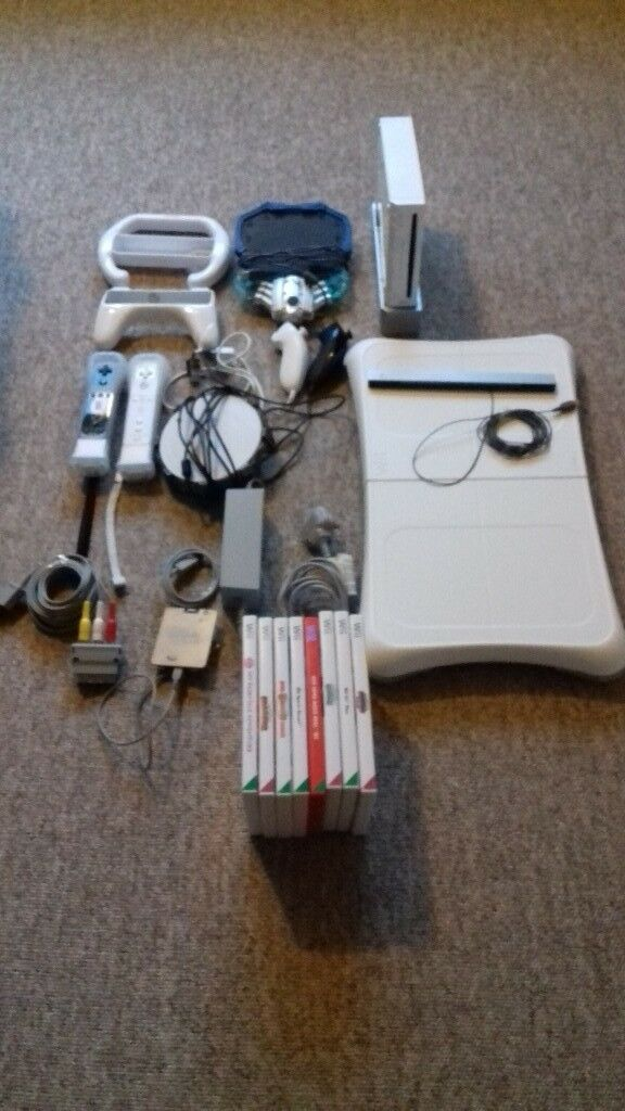 Nintendo Wii, accessories and 8 games