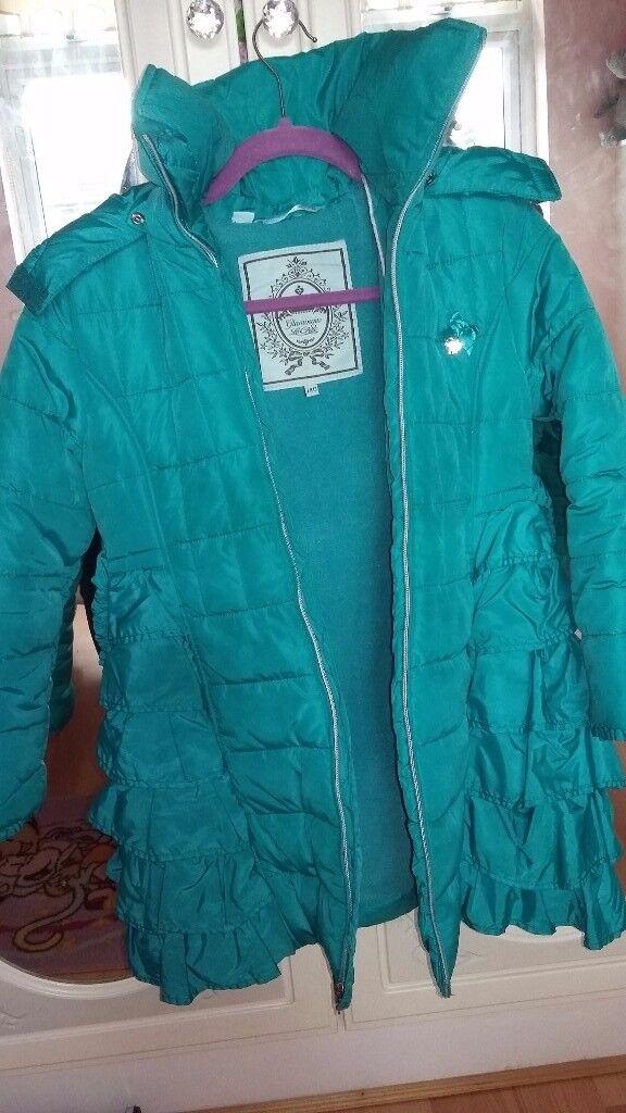 Le chic green ruffle back coat age 140 id say a 9/10 yrs