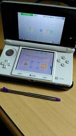Nintendo 3DS (Ice White) for sale.