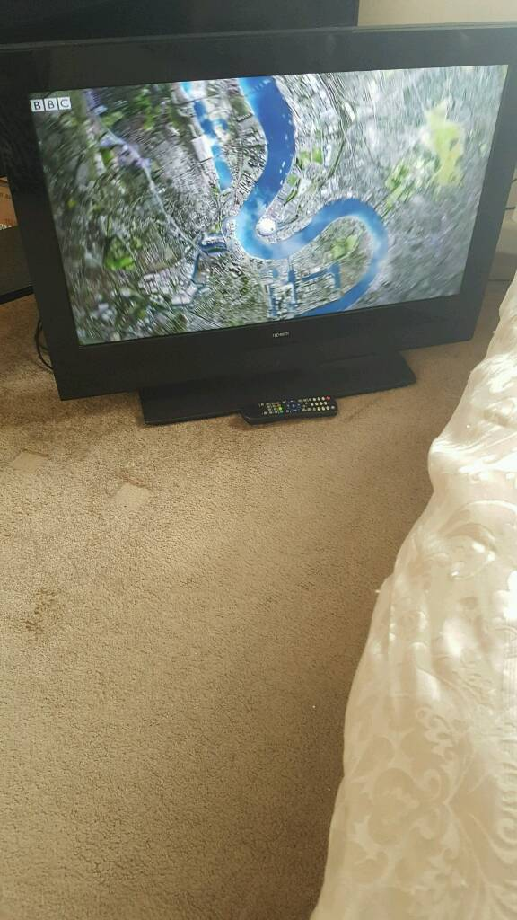 32 inch tecknica lcd 1080p built in freeview