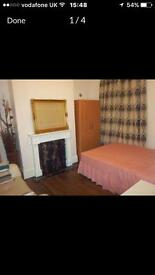Fully furnished double room,5 minutes walk from Plaistow Station, 1 minutes from bus and shops!