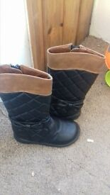 childs size 6 boots