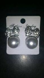 Brand new ladies earring.