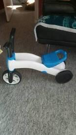 Lego costume 4/6 years. Toddlers bike.
