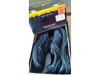 Safety footwear, size 9, black