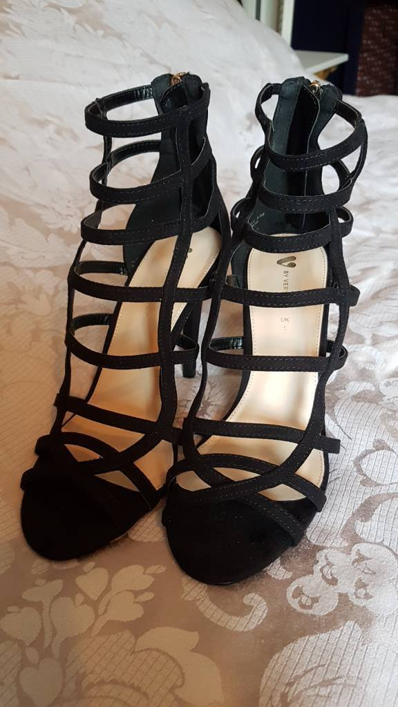 Cute strappy back heels size 5 as new