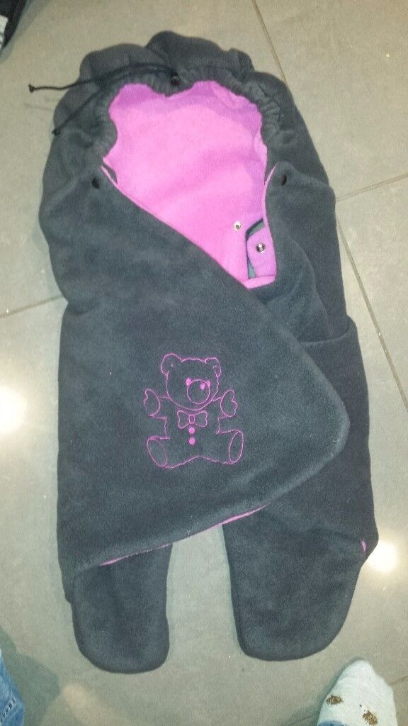 Baby Boom swaddling blanket for car seat and pushchair