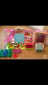 Shopkins playset and figures