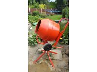 Concrete mixer 134l. 240v electric. Stand included.