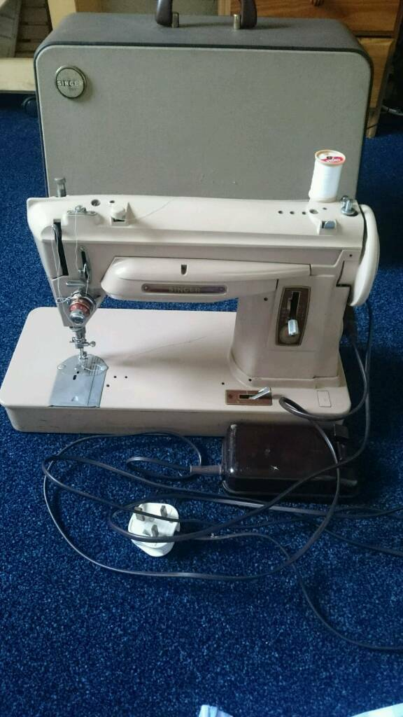 Retro Vintage RARE Singer 404G Slant-o-Matic Electric Sewing Machine In Case WORKING