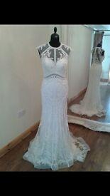 STUNNING WEDDING DRESS FOR SALE!