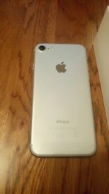 iPhone 7 32gb on o2 brand new mint condition