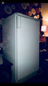 Vest froast fridge