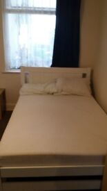 double room with on suite in Wembley