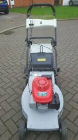 Honda self propelled petrol lawnmower
