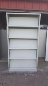 Magazine rack/ bookshelf
