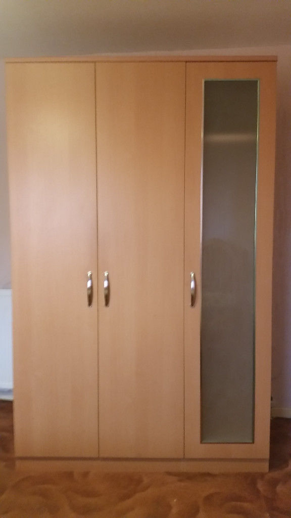 Bedroom set (3 doors wardrobe, 2x bedside drawers, drawers chests, dressing table and mirror)