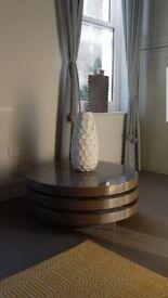 Circular decorative table
