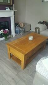 Solid oak coffee table with 2x drawers
