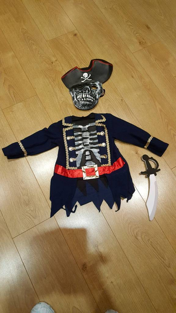 Halloween pirate outfit