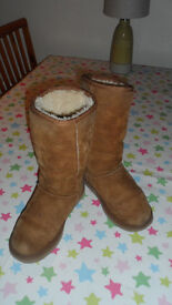 Lovely Snug Classic Tall 5815 Chestnut UGG boots W5 UK3. Good Used Condition
