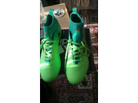 BARGAIN SIZE 9 FOOTBALL BOOTS NEW