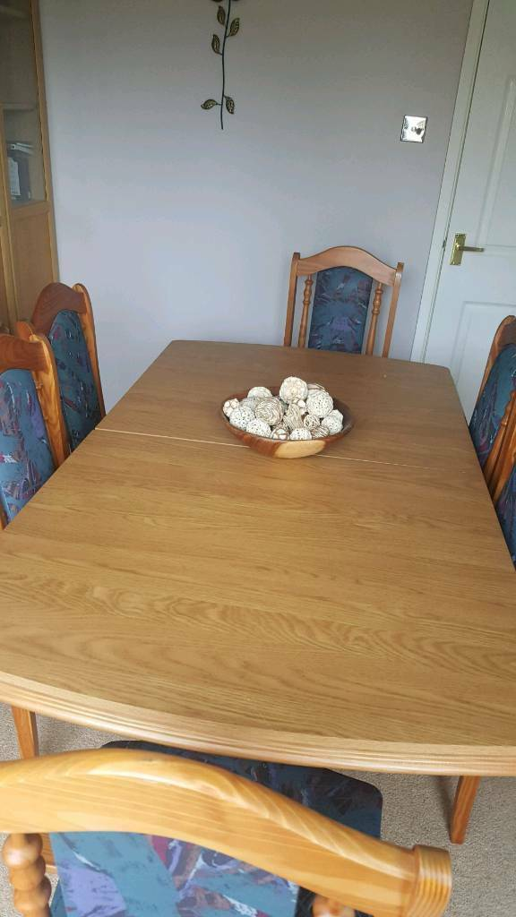 6 Seater Extendable Dining Room Table c/w 6