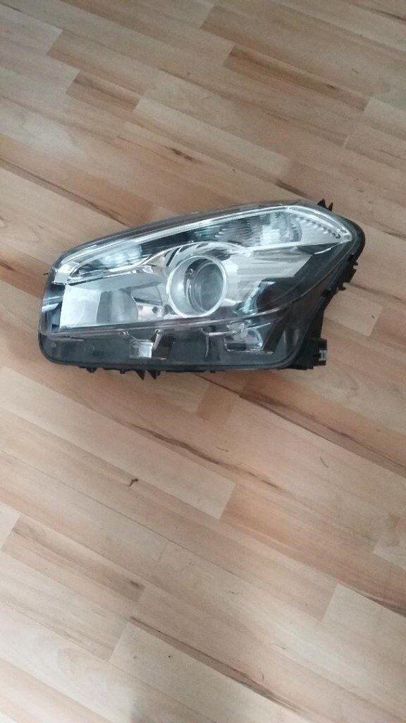 Genuine Nissan Qashqai headlight 2011 passenger side