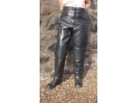 Mens Armoured Motorcycle/Motorbike Black Leather Trousers - Size 42